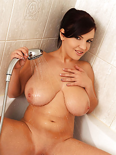 Huge Boobs in Shower Pics
